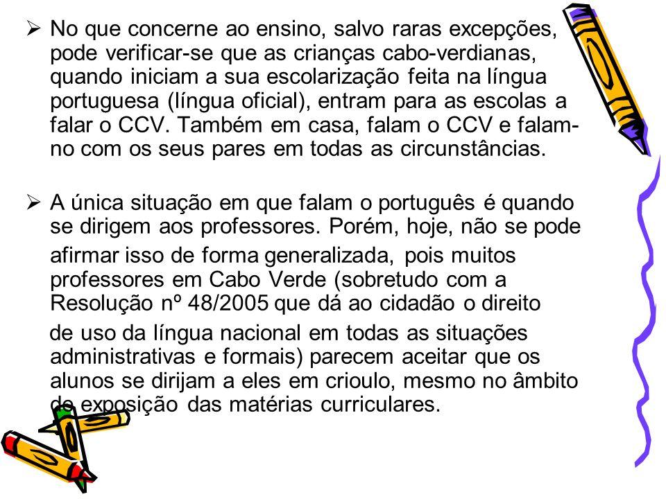 No que concerne ao ensino, salvo raras excepções, pode verificar-se que as crianças cabo-verdianas, quando iniciam a sua escolarização feita na língua portuguesa (língua oficial), entram para as escolas a falar o CCV. Também em casa, falam o CCV e falam-no com os seus pares em todas as circunstâncias.