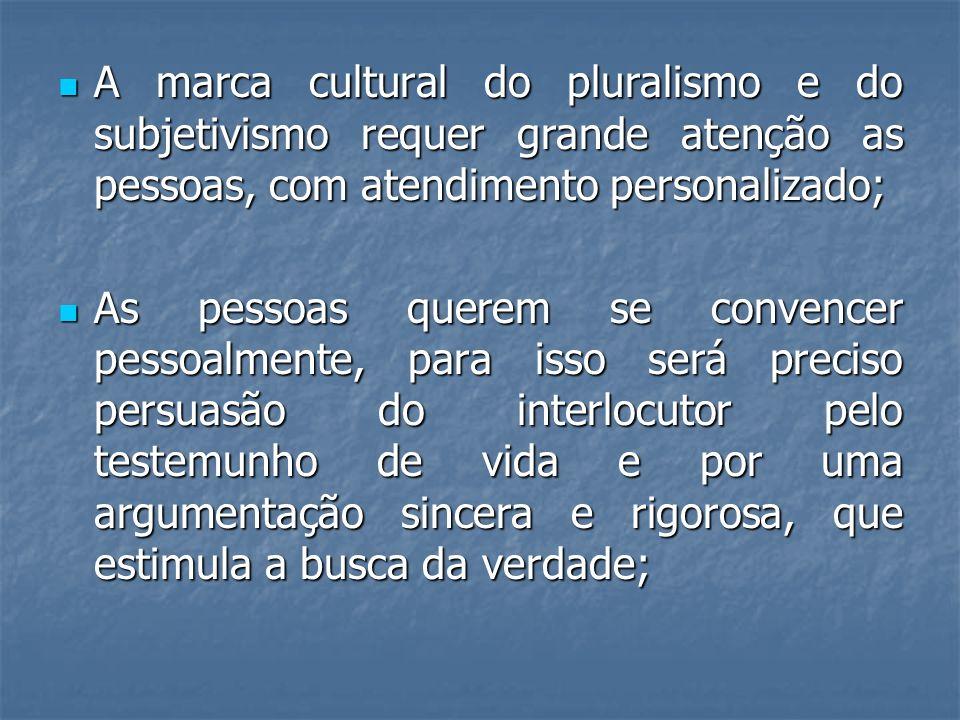 A marca cultural do pluralismo e do subjetivismo requer grande atenção as pessoas, com atendimento personalizado;