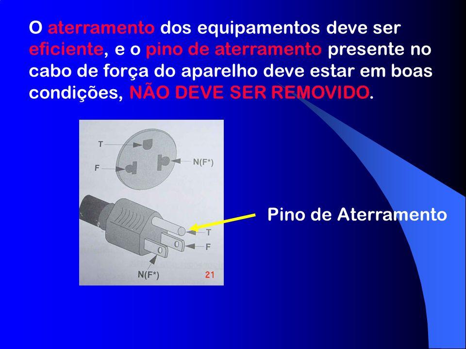 O aterramento dos equipamentos deve ser eficiente, e o pino de aterramento presente no cabo de força do aparelho deve estar em boas condições, NÃO DEVE SER REMOVIDO.