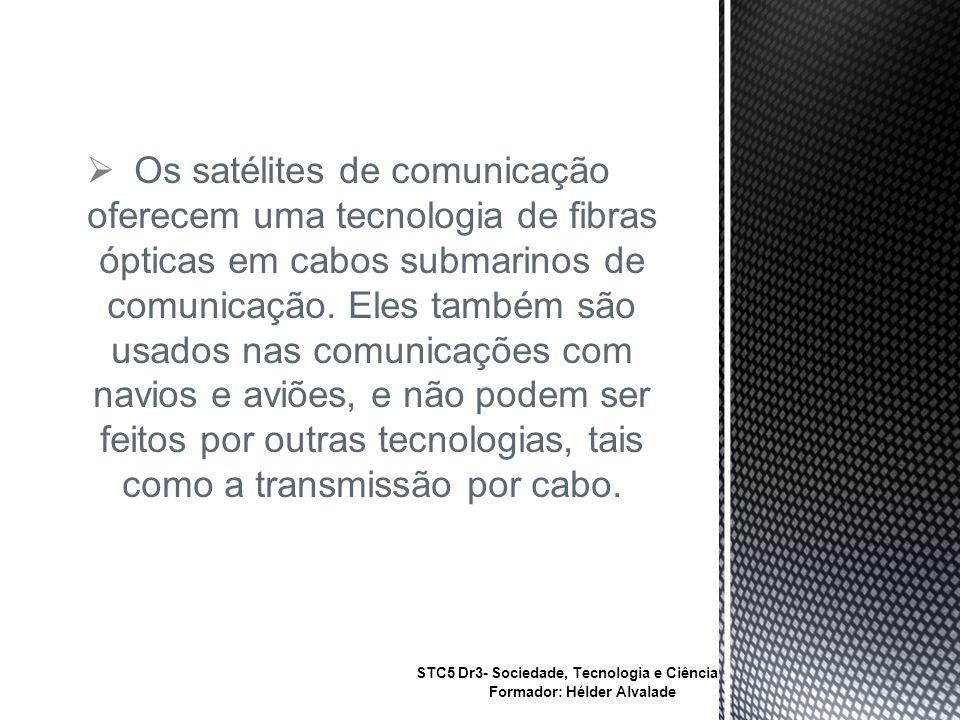 Os satélites de comunicação oferecem uma tecnologia de fibras ópticas em cabos submarinos de comunicação. Eles também são usados nas comunicações com navios e aviões, e não podem ser feitos por outras tecnologias, tais como a transmissão por cabo.