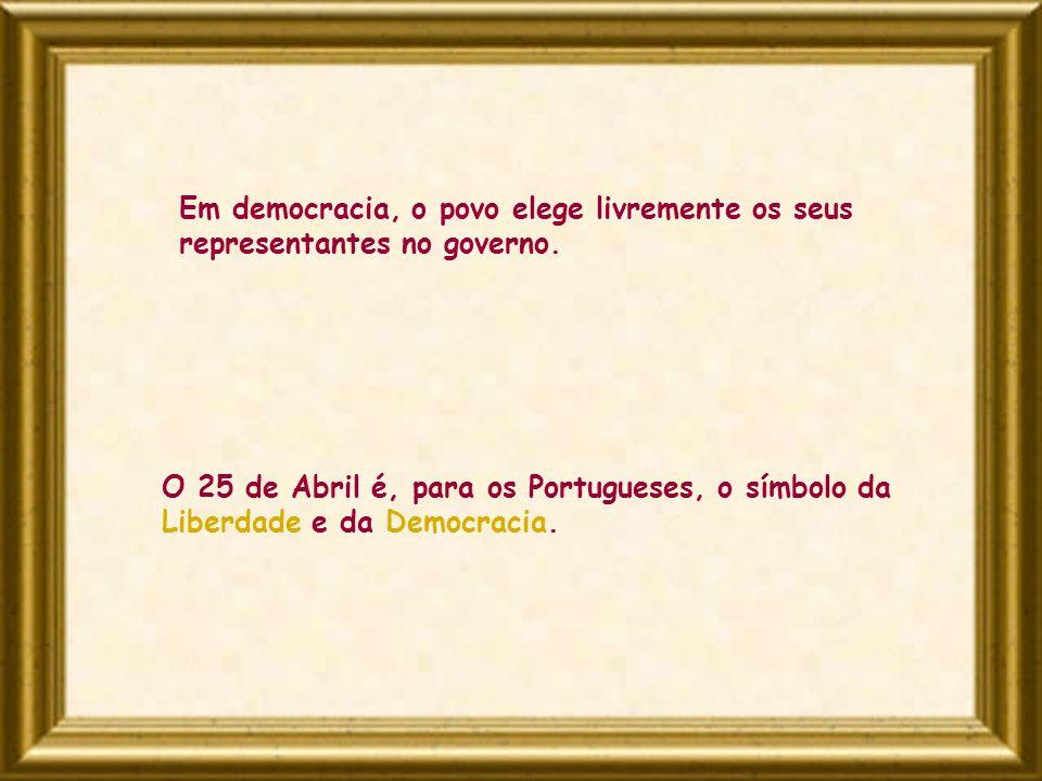 Em democracia, o povo elege livremente os seus representantes no governo.