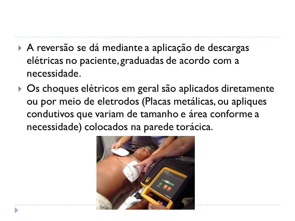 A reversão se dá mediante a aplicação de descargas elétricas no paciente, graduadas de acordo com a necessidade.