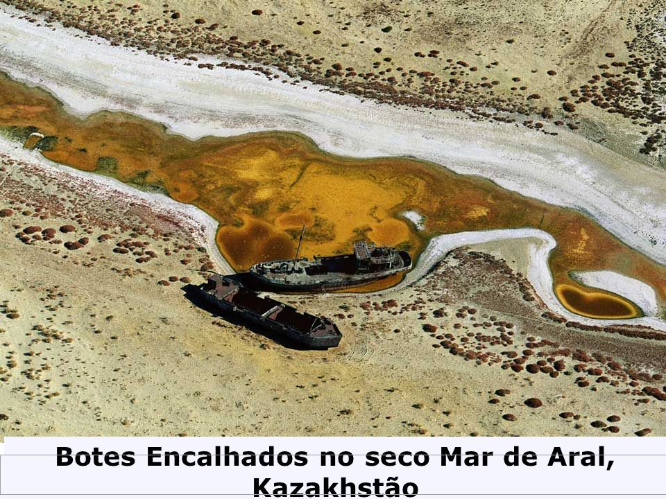 Botes Encalhados no seco Mar de Aral, Kazakhstão