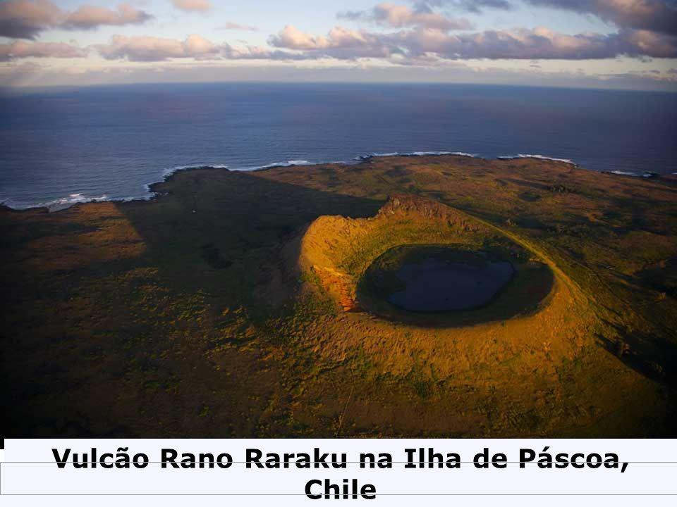 Vulcão Rano Raraku na Ilha de Páscoa, Chile