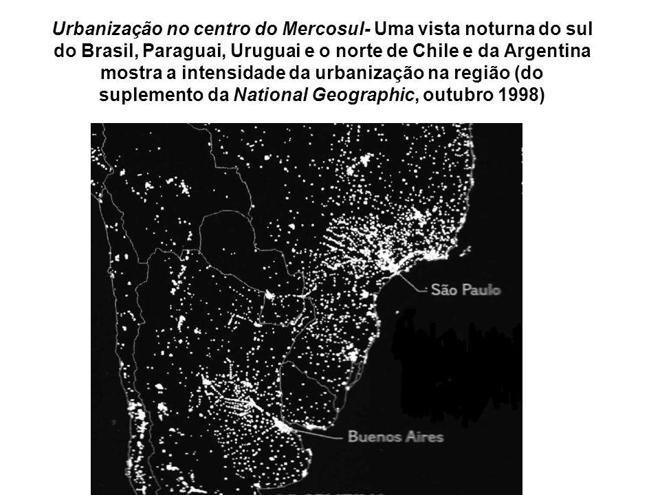 Urbanização no centro do Mercosul- Uma vista noturna do sul do Brasil, Paraguai, Uruguai e o norte de Chile e da Argentina mostra a intensidade da urbanização na região (do suplemento da National Geographic, outubro 1998)