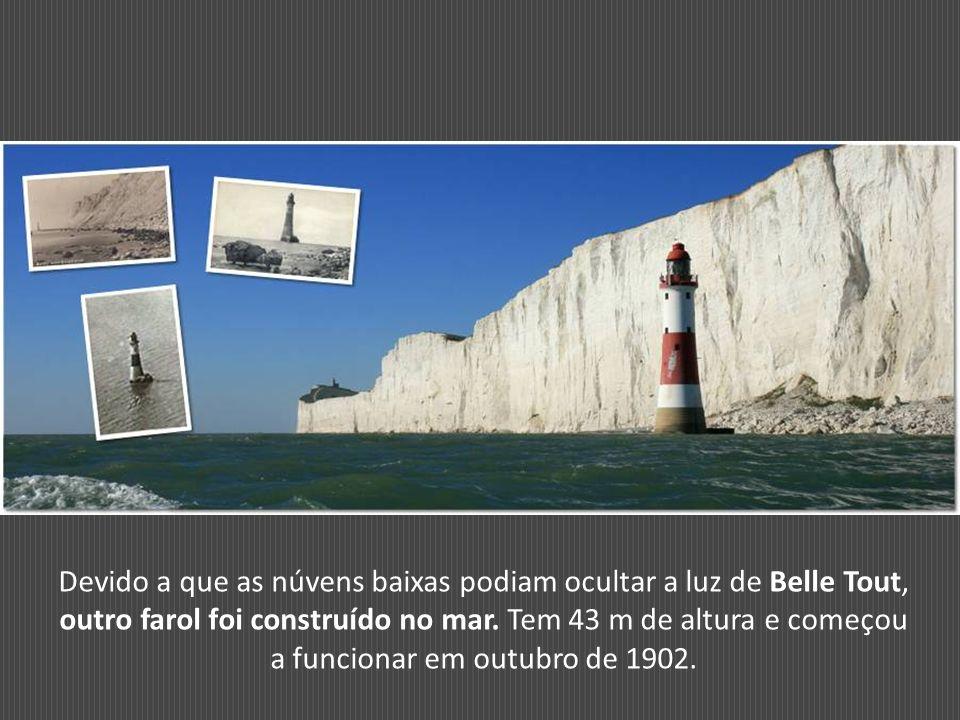Devido a que as núvens baixas podiam ocultar a luz de Belle Tout, outro farol foi construído no mar.