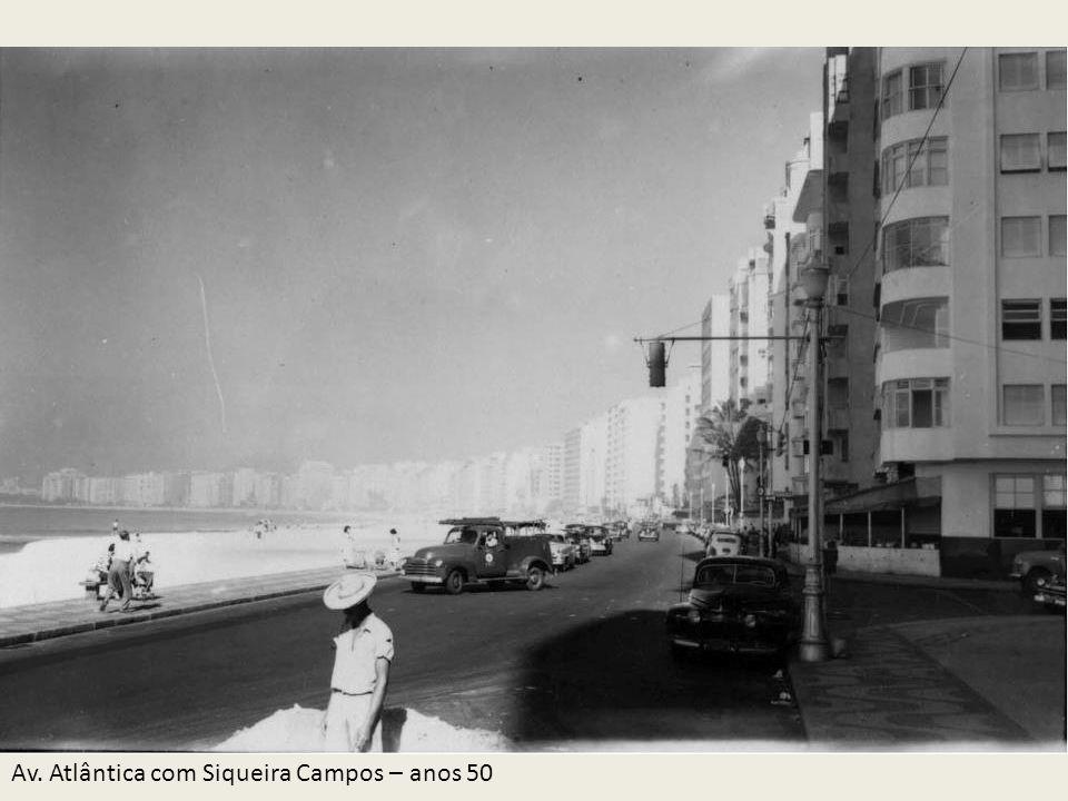 Av. Atlântica com Siqueira Campos – anos 50