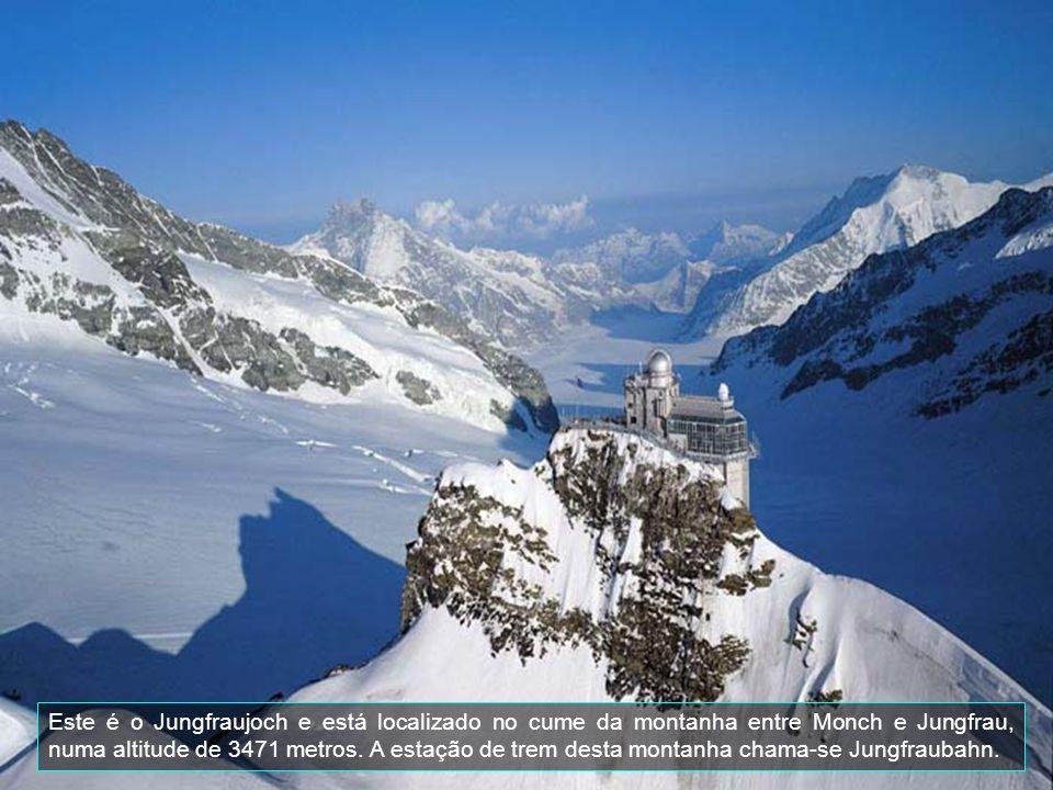 Este é o Jungfraujoch e está localizado no cume da montanha entre Monch e Jungfrau, numa altitude de 3471 metros.