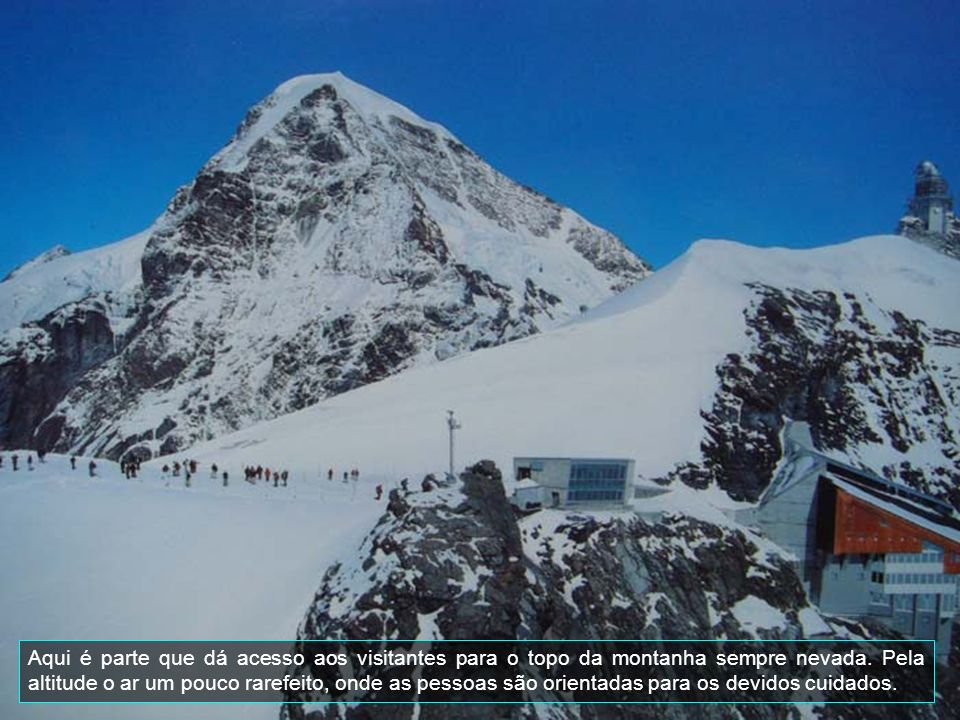 Aqui é parte que dá acesso aos visitantes para o topo da montanha sempre nevada.