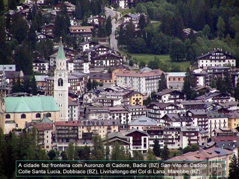 A cidade faz fronteira com Auronzo di Cadore, Badia (BZ) San Vito di Cadore.