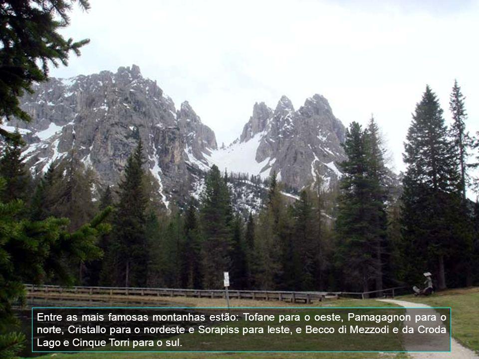 Entre as mais famosas montanhas estão: Tofane para o oeste, Pamagagnon para o norte, Cristallo para o nordeste e Sorapiss para leste, e Becco di Mezzodi e da Croda Lago e Cinque Torri para o sul.