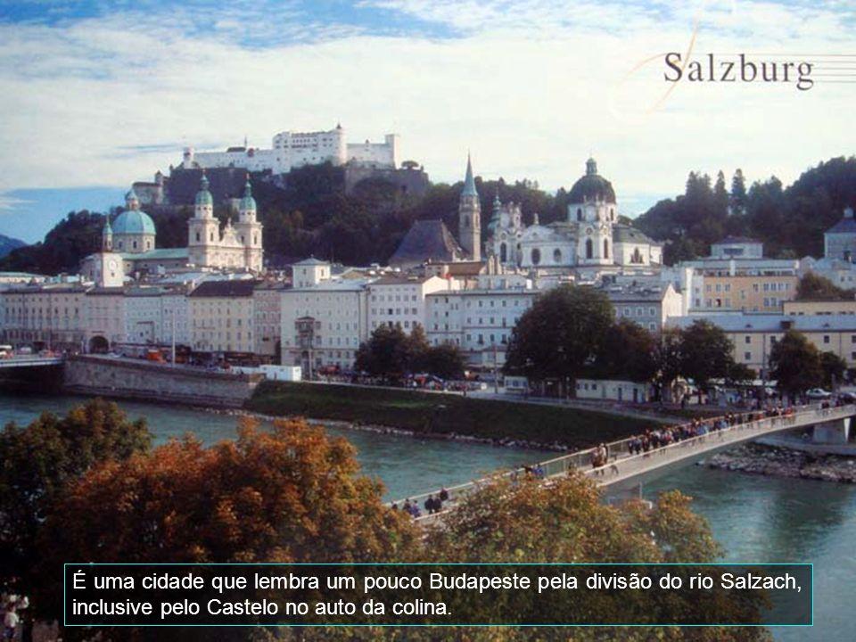 É uma cidade que lembra um pouco Budapeste pela divisão do rio Salzach, inclusive pelo Castelo no auto da colina.