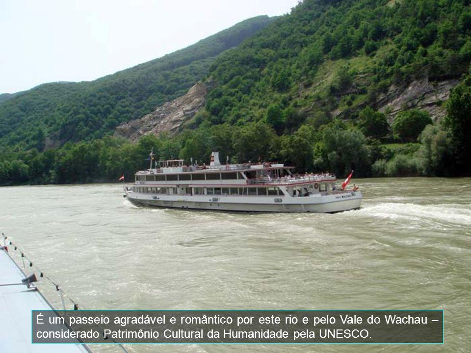 É um passeio agradável e romântico por este rio e pelo Vale do Wachau – considerado Patrimônio Cultural da Humanidade pela UNESCO.