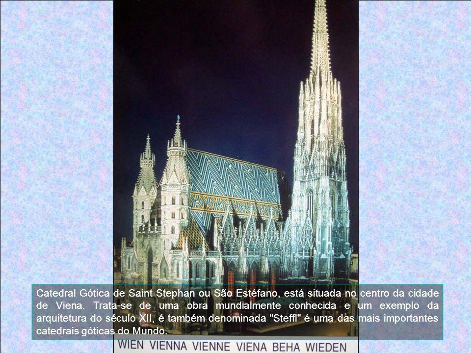 Catedral Gótica de Saint Stephan ou São Estéfano, está situada no centro da cidade de Viena.
