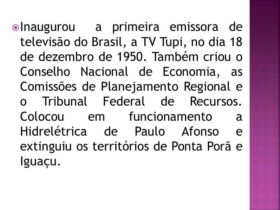 Inaugurou a primeira emissora de televisão do Brasil, a TV Tupi, no dia 18 de dezembro de 1950.