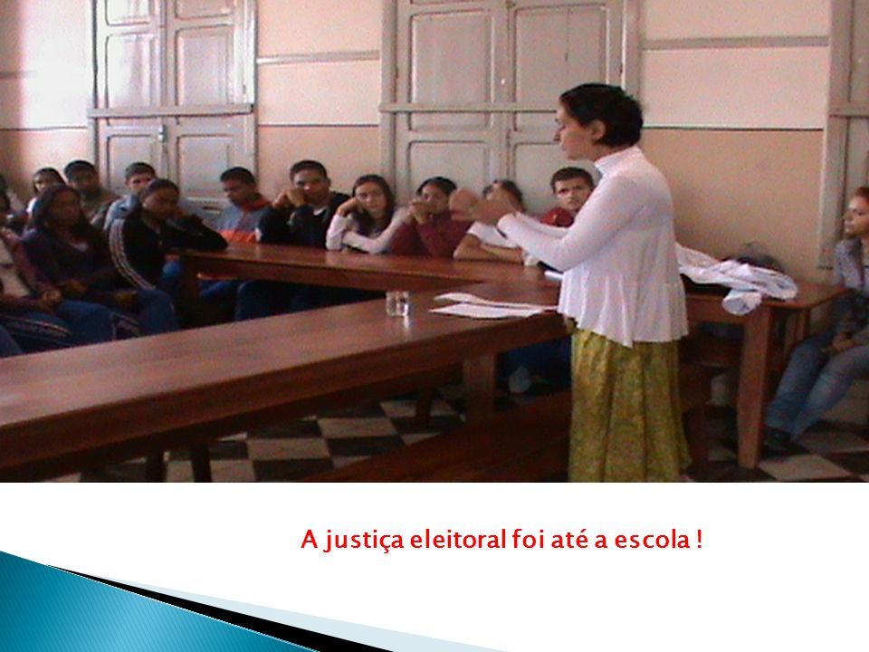 A justiça eleitoral foi até a escola !