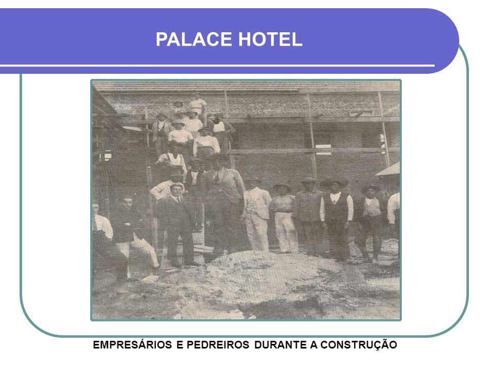 EMPRESÁRIOS E PEDREIROS DURANTE A CONSTRUÇÃO