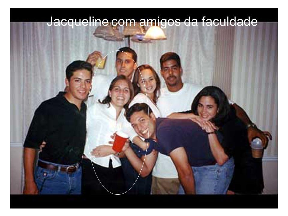Jacqueline com amigos da faculdade