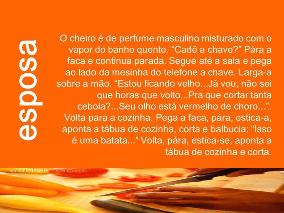 O cheiro é de perfume masculino misturado com o vapor do banho quente