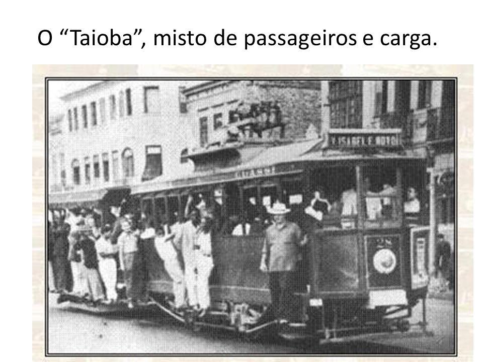 O Taioba , misto de passageiros e carga.