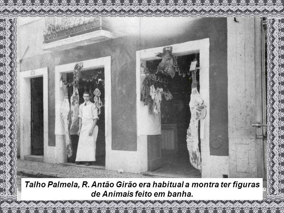 Talho Palmela, R. Antão Girão era habitual a montra ter figuras de Animais feito em banha.