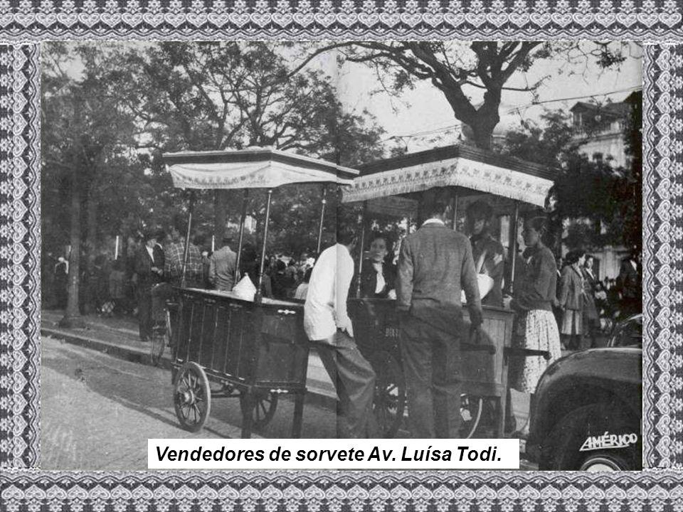 Vendedores de sorvete Av. Luísa Todi.