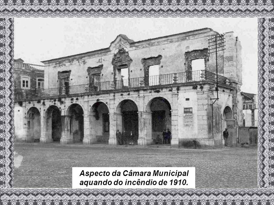 Aspecto da Câmara Municipal aquando do incêndio de 1910.
