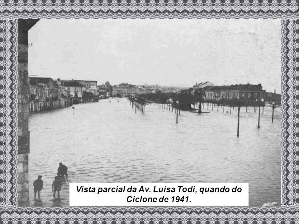 Vista parcial da Av. Luísa Todi, quando do Ciclone de 1941.