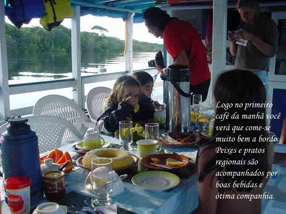 Logo no primeiro café da manhã você. verá que come-se. muito bem a bordo. Peixes e pratos. regionais são.
