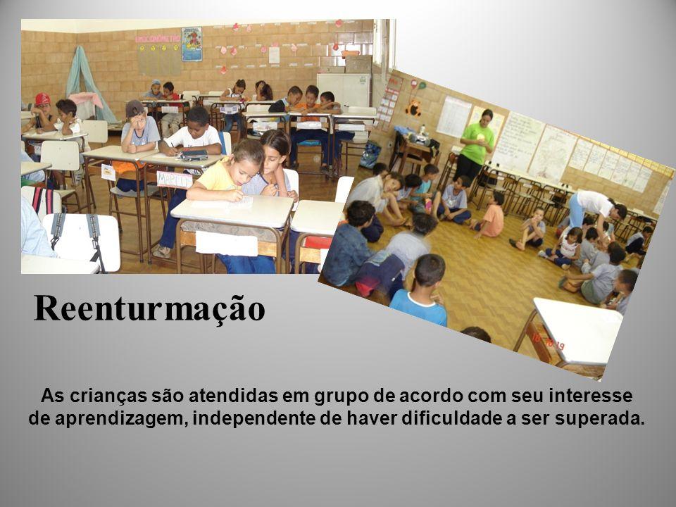 Reenturmação As crianças são atendidas em grupo de acordo com seu interesse de aprendizagem, independente de haver dificuldade a ser superada.