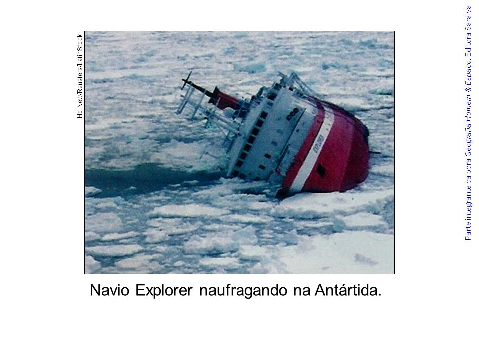 Navio Explorer naufragando na Antártida.