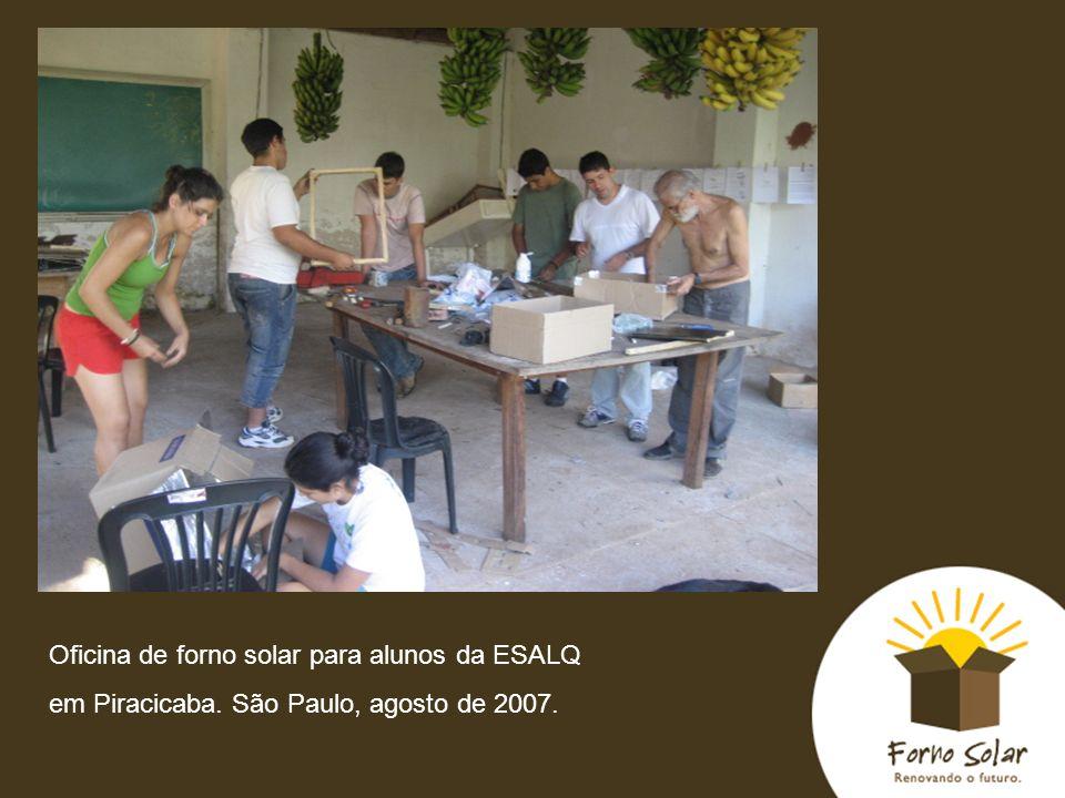 Oficina de forno solar para alunos da ESALQ