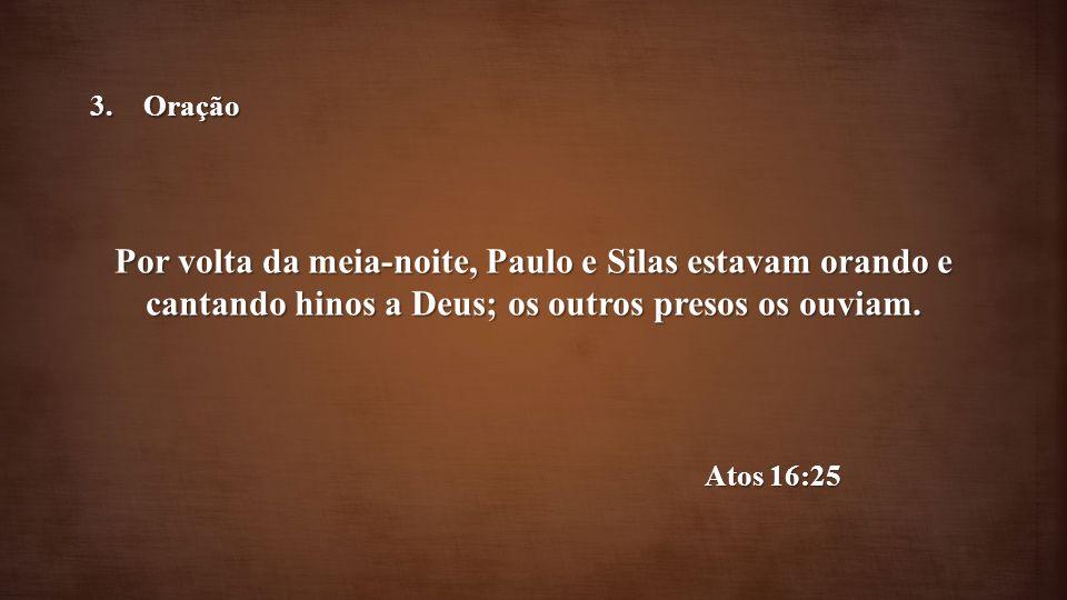 Oração Por volta da meia-noite, Paulo e Silas estavam orando e cantando hinos a Deus; os outros presos os ouviam.