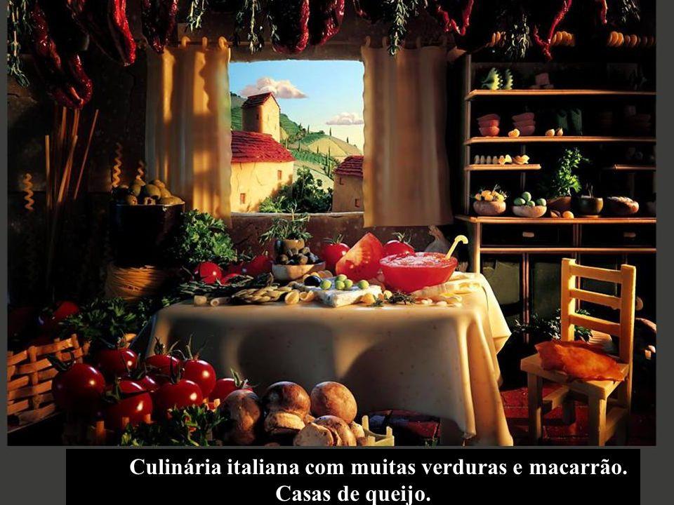 Culinária italiana com muitas verduras e macarrão. Casas de queijo.