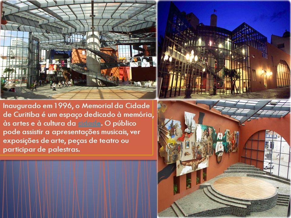 Inaugurado em 1996, o Memorial da Cidade de Curitiba é um espaço dedicado à memória, às artes e à cultura da cidade.
