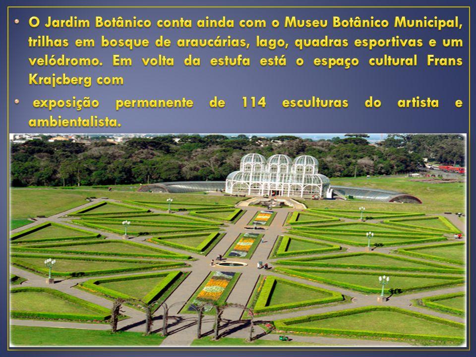 O Jardim Botânico conta ainda com o Museu Botânico Municipal, trilhas em bosque de araucárias, lago, quadras esportivas e um velódromo. Em volta da estufa está o espaço cultural Frans Krajcberg com