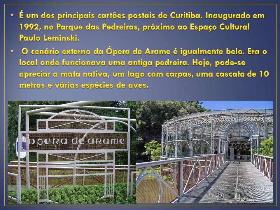 É um dos principais cartões postais de Curitiba