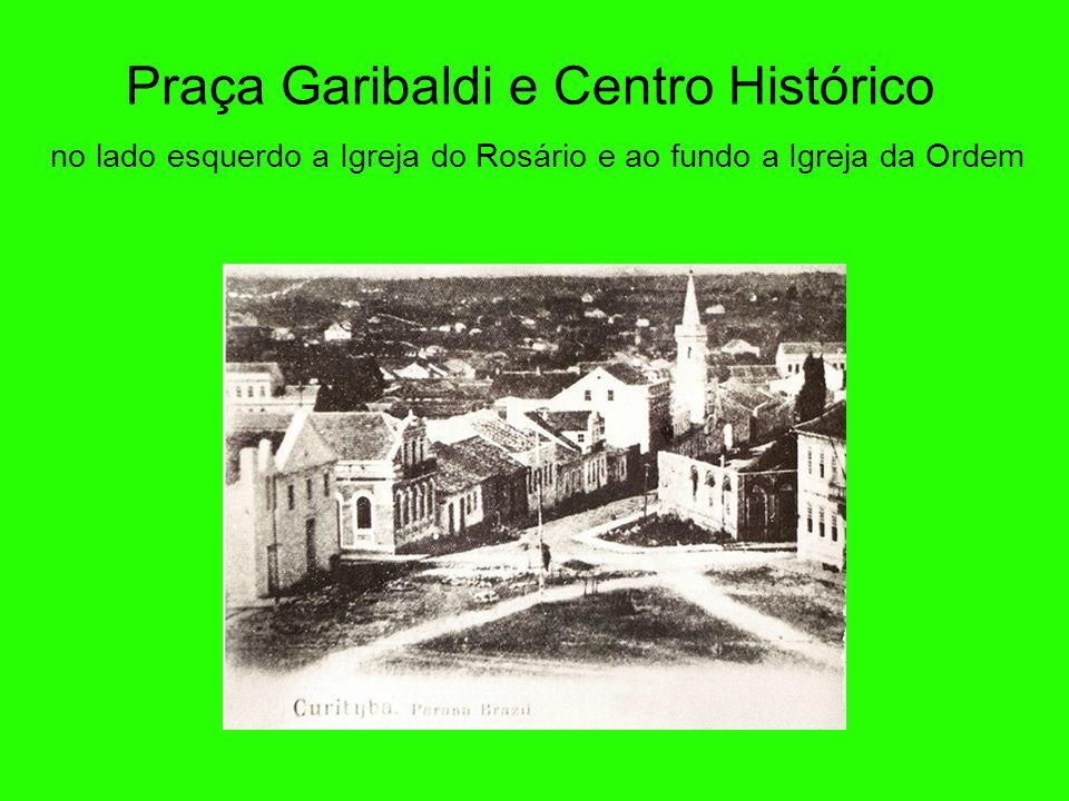 Praça Garibaldi e Centro Histórico no lado esquerdo a Igreja do Rosário e ao fundo a Igreja da Ordem