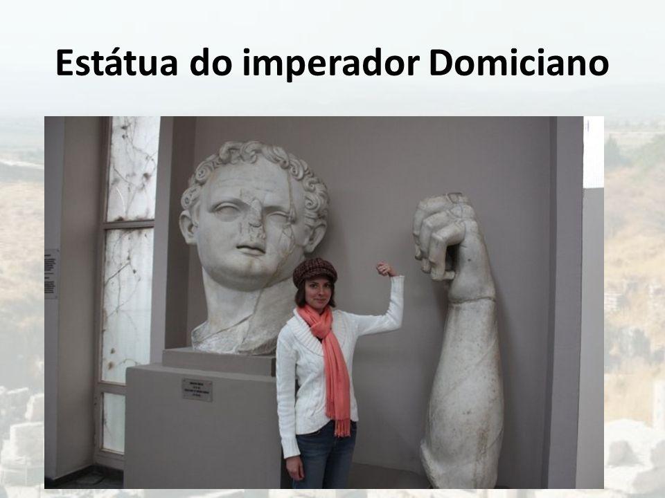 Estátua do imperador Domiciano