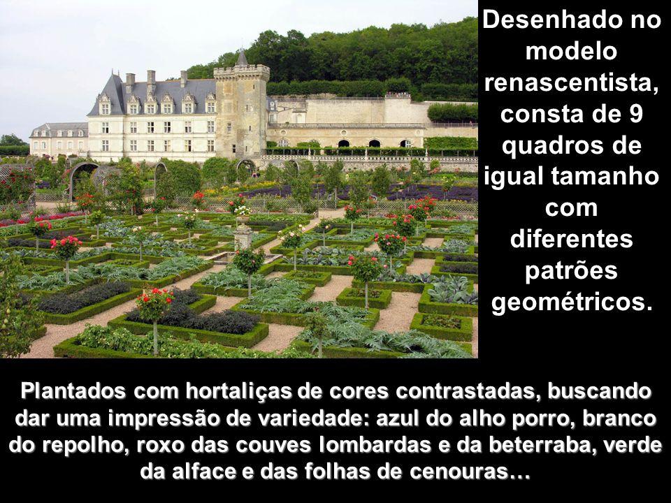Desenhado no modelo renascentista, consta de 9 quadros de igual tamanho com diferentes patrões geométricos.