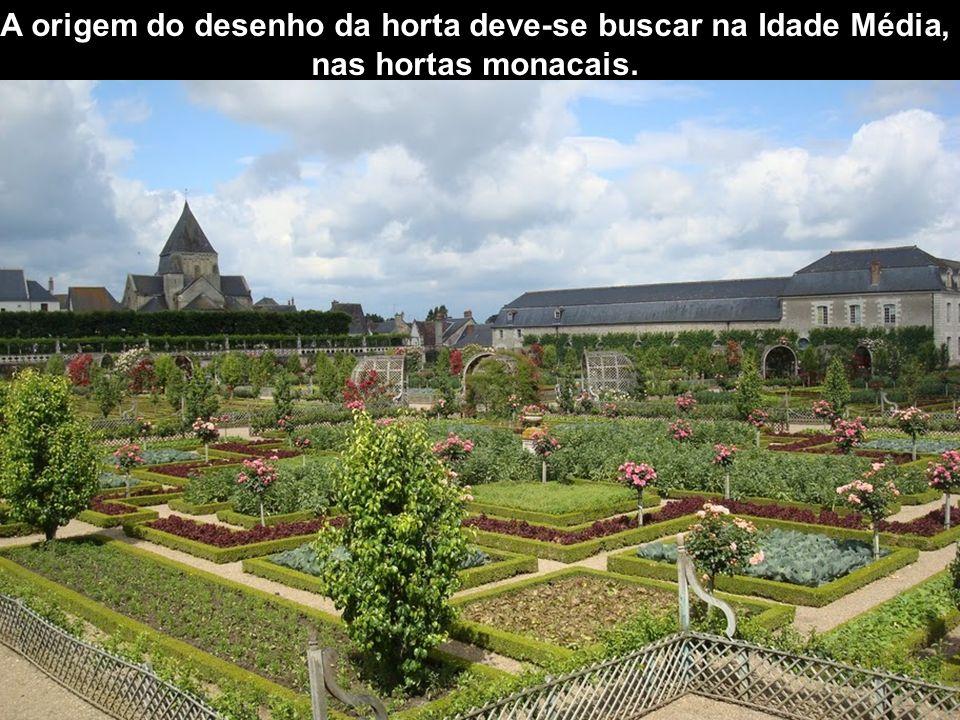 A origem do desenho da horta deve-se buscar na Idade Média, nas hortas monacais.