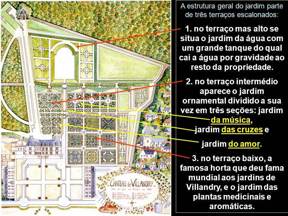 A estrutura geral do jardim parte de três terraços escalonados: