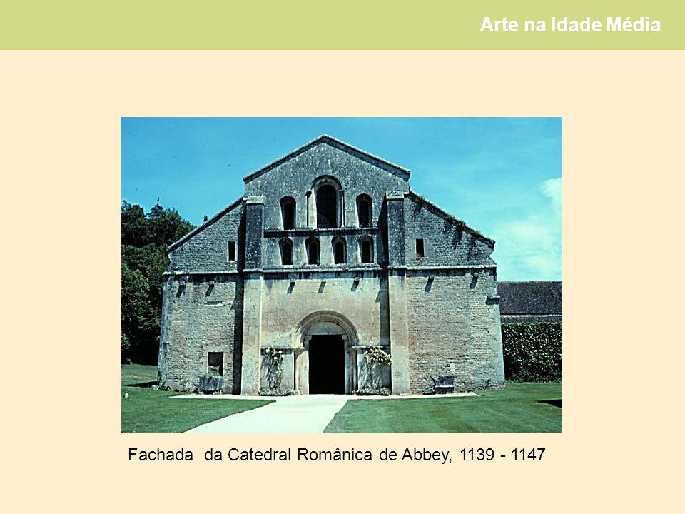 Fachada da Catedral Românica de Abbey, 1139 - 1147