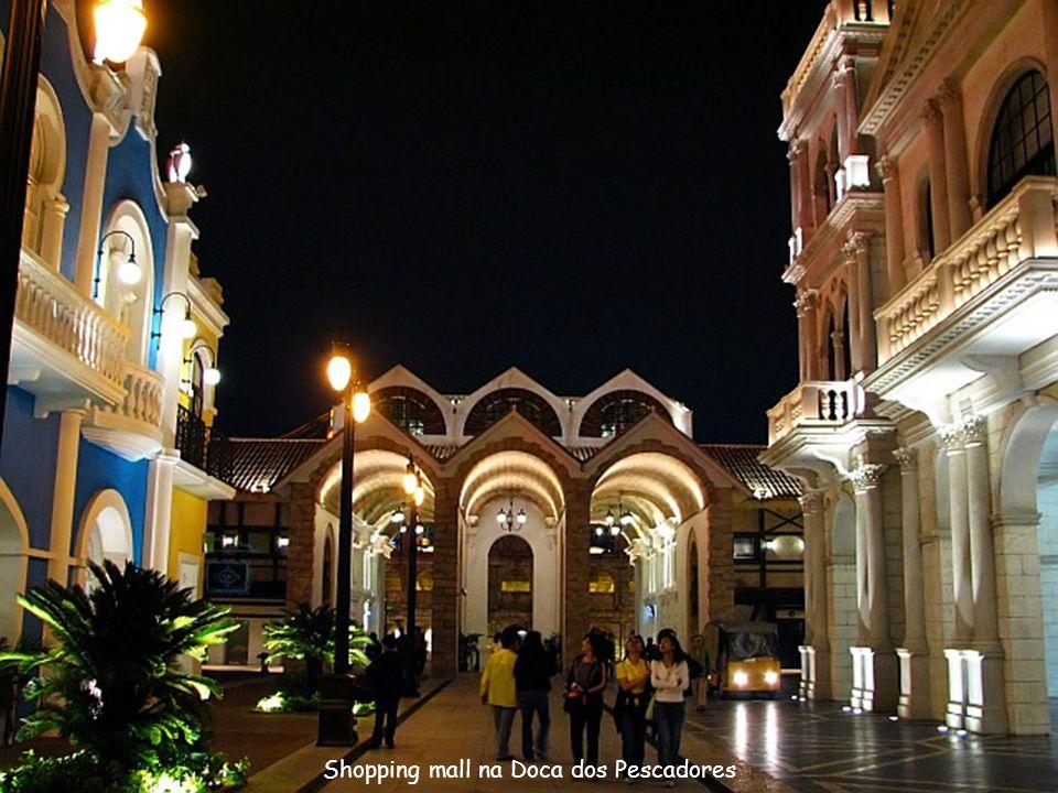 Shopping mall na Doca dos Pescadores