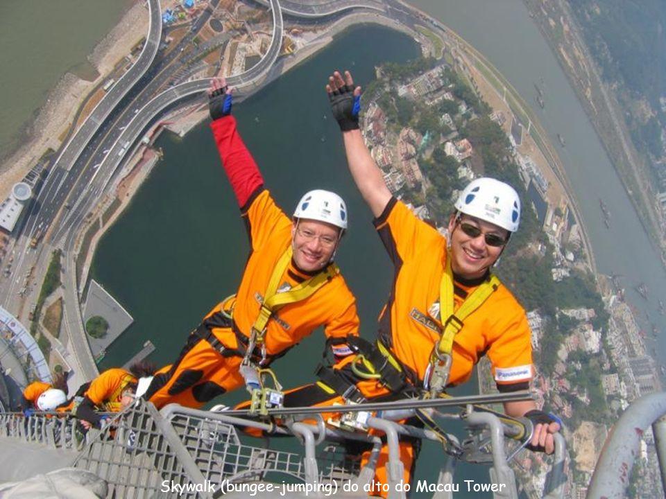 Skywalk (bungee-jumping) do alto do Macau Tower
