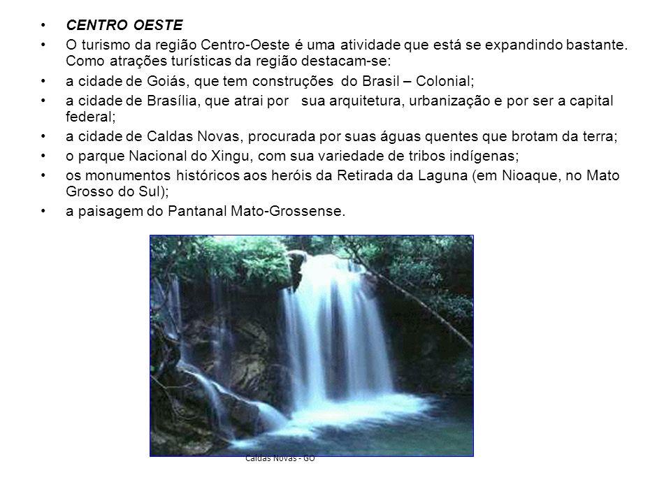 a cidade de Goiás, que tem construções do Brasil – Colonial;