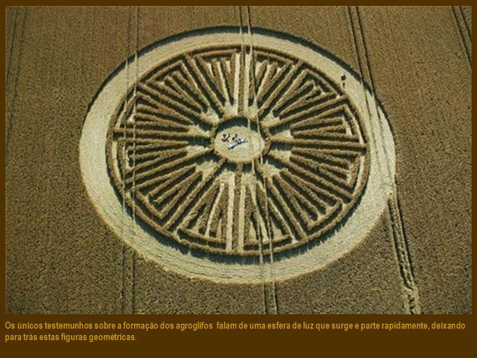 Os únicos testemunhos sobre a formação dos agroglifos falam de uma esfera de luz que surge e parte rapidamente, deixando para trás estas figuras geométricas.