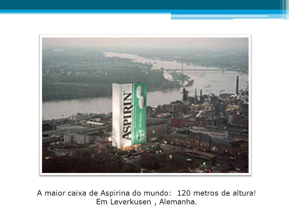 A maior caixa de Aspirina do mundo: 120 metros de altura