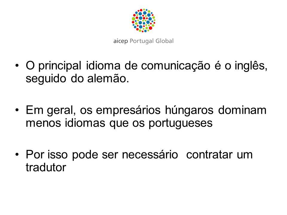 O principal idioma de comunicação é o inglês, seguido do alemão.