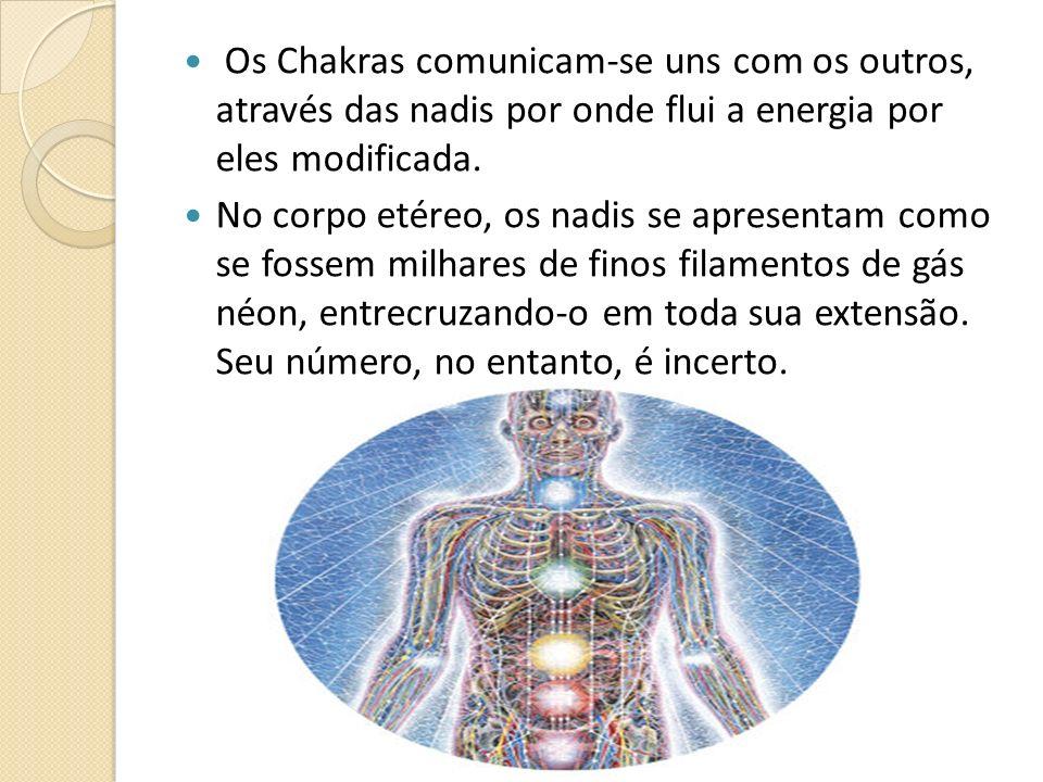 Os Chakras comunicam-se uns com os outros, através das nadis por onde flui a energia por eles modificada.
